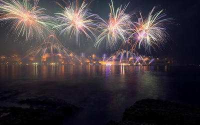 Fireworks show in the sky over Malta | Мальтийский вестник